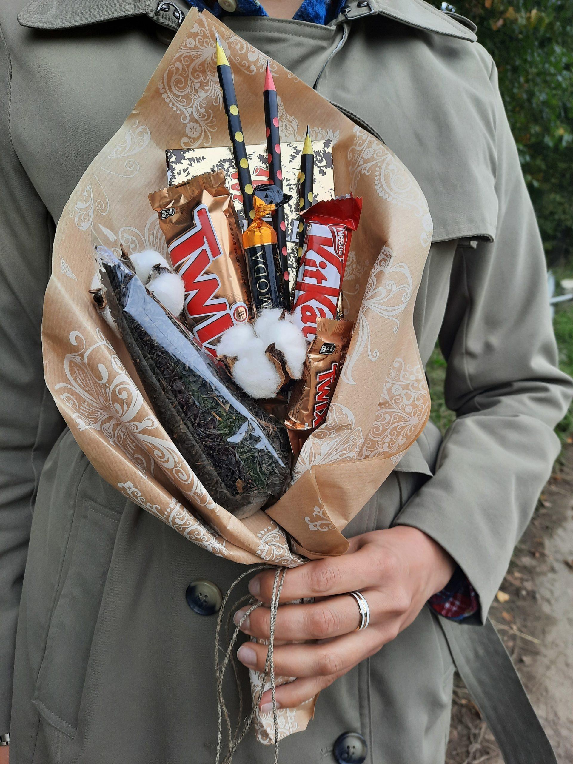 Букет из шоколадок и конфет на 1 сентября день учителя