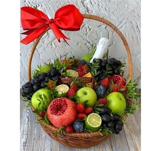 фруктовая корзина c шампанским Фото